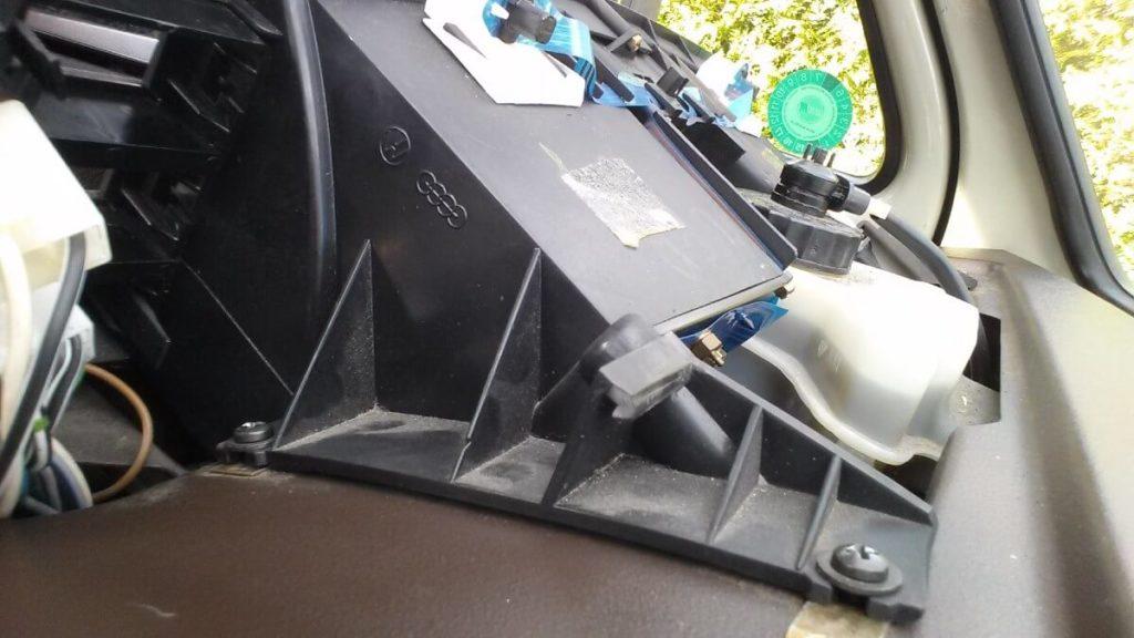 VW Transporter T3/T25/Vanagon instrument cluster removal